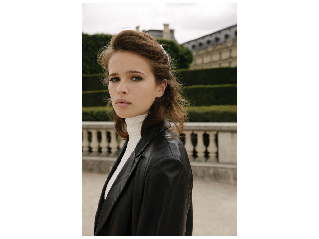 Kat_and_magdalen_editorial_in_paris.004